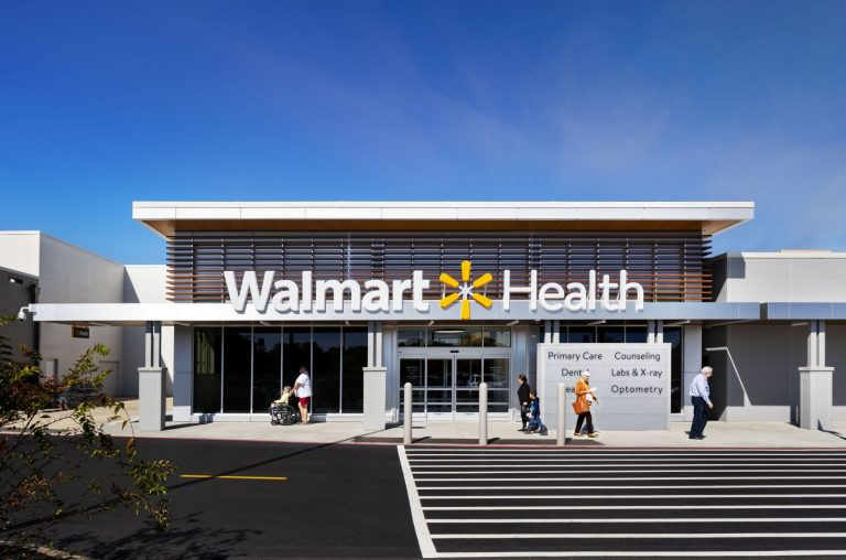 KBPHOTO_Massa_WalmartHealth_DALLAS__10.17.19__Exterior_Daytime_01_people_v3_webuse
